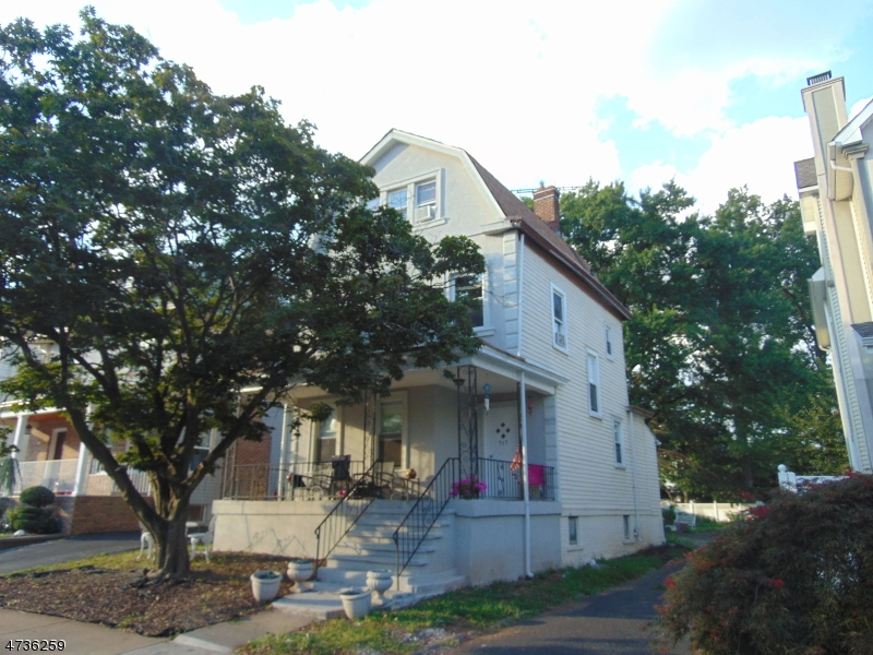 Частный односемейный дом для того Аренда на 715 Emerson Avenue Elizabeth, Нью-Джерси 07208 Соединенные Штаты