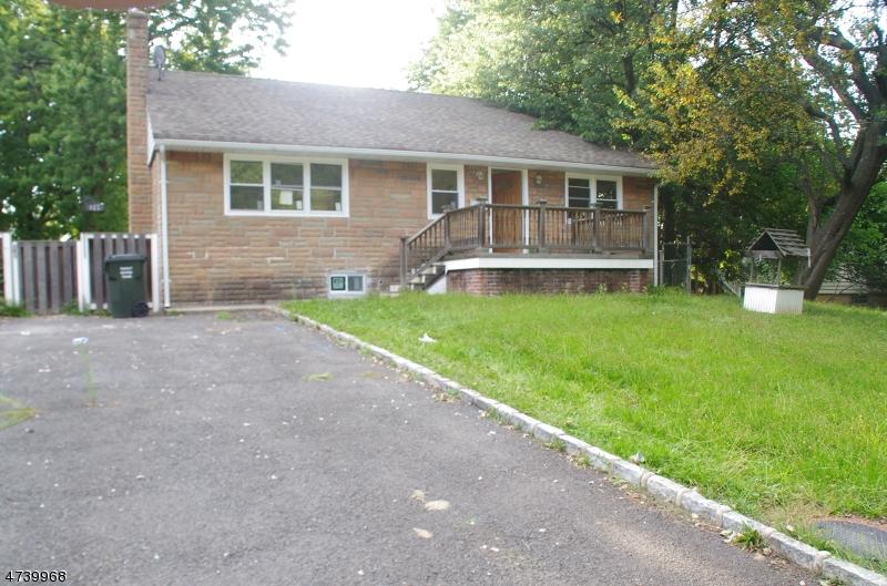 Casa Unifamiliar por un Alquiler en 127 Blair Road Woodbridge, Nueva Jersey 07064 Estados Unidos
