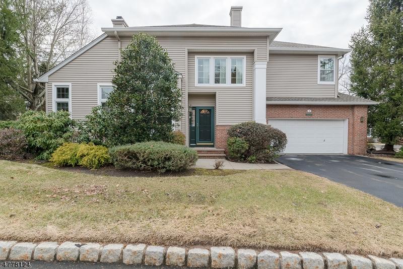 Частный односемейный дом для того Продажа на 2 Meeker Ct, C0033 Roseland, Нью-Джерси 07068 Соединенные Штаты