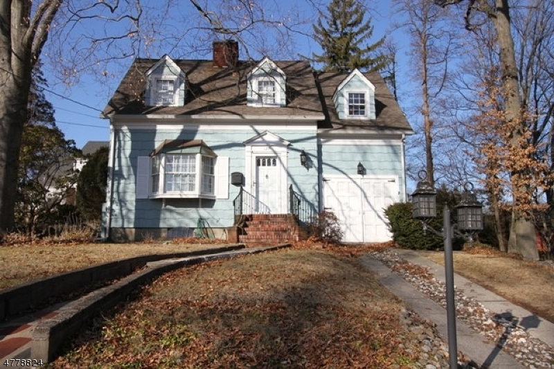 Single Family Home for Sale at 127 Grove Street Waldwick, New Jersey 07463 United States