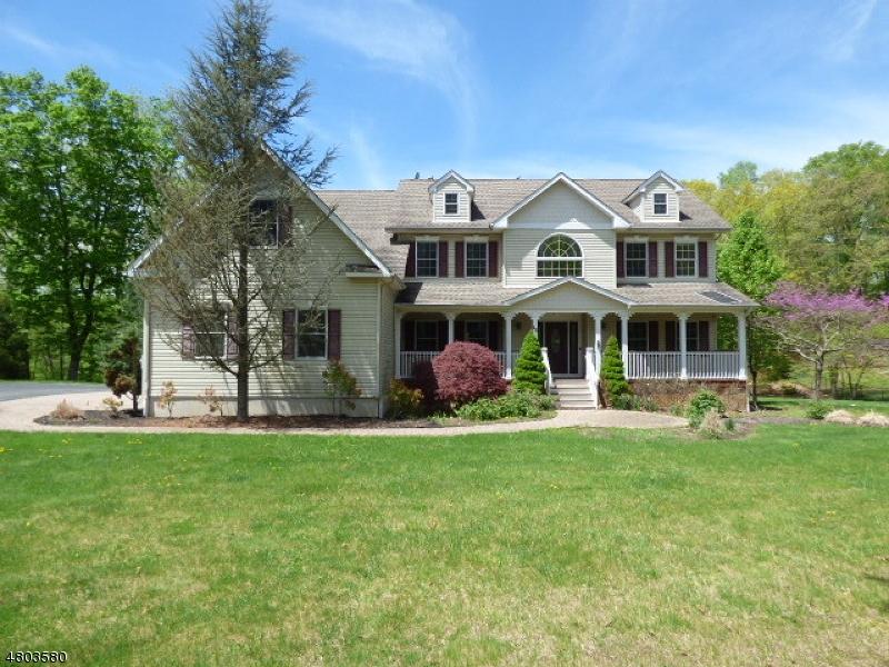 Maison unifamiliale pour l Vente à 10 Farm Creek Road Fredon, New Jersey 07860 États-Unis