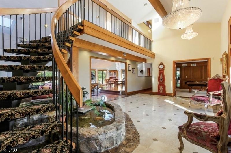 Nhà ở một gia đình vì Bán tại 28 ALLERTON Road Clinton, New Jersey 08833 Hoa Kỳ