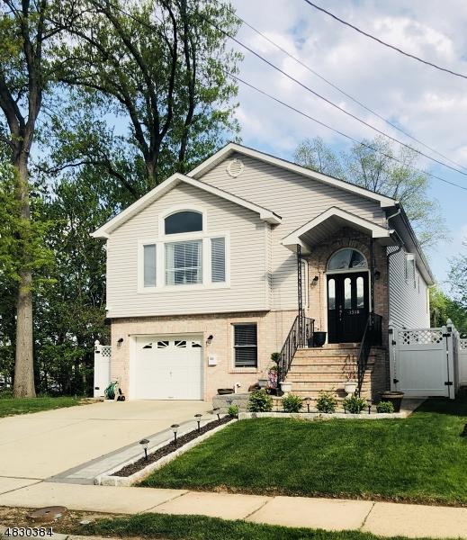 独户住宅 为 销售 在 1318 ESSEX Avenue 林登, 新泽西州 07036 美国