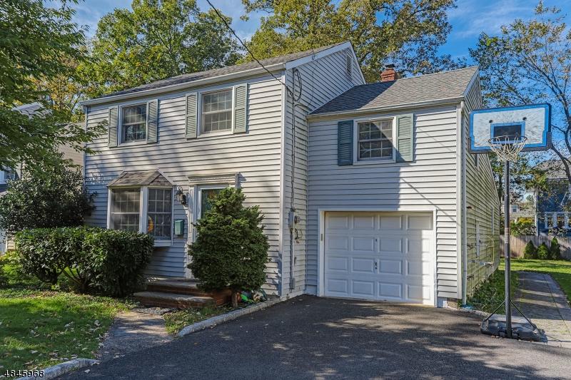 Частный односемейный дом для того Аренда на 49 N SUMMIT Avenue Chatham, Нью-Джерси 07928 Соединенные Штаты