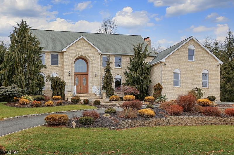 Частный односемейный дом для того Продажа на 20 CEDAR HOLLOW Drive Long Hill, Нью-Джерси 07980 Соединенные Штаты