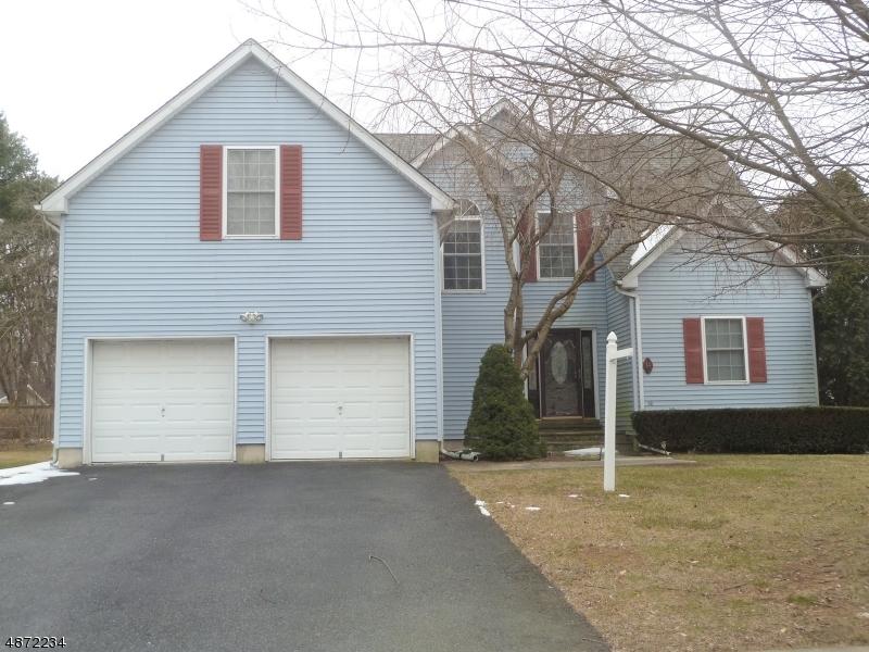 Частный односемейный дом для того Продажа на 14 FRELINGHUYSEN Street Belvidere, Нью-Джерси 07823 Соединенные Штаты