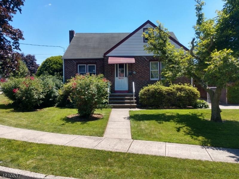 Single Family Homes pour l Vente à Secaucus, New Jersey 07094 États-Unis
