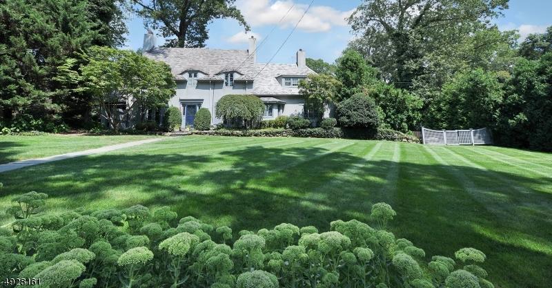 Single Family Homes pour l Vente à Ridgewood, New Jersey 07450 États-Unis