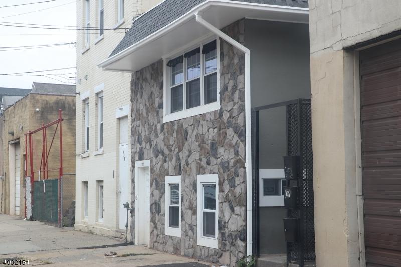 Property por un Alquiler en Elizabeth, Nueva Jersey 07206 Estados Unidos