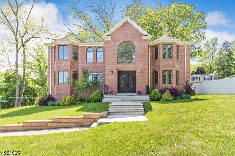 Single Family Homes 为 销售 在 Long Hill, 新泽西州 07933 美国