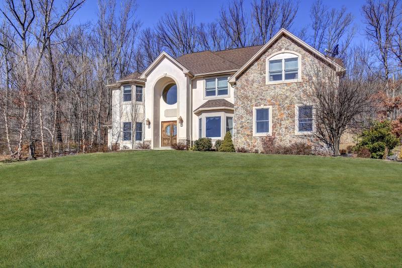 Частный односемейный дом для того Продажа на 66 Brandywine Rise Dunellen, Нью-Джерси 08812 Соединенные Штаты