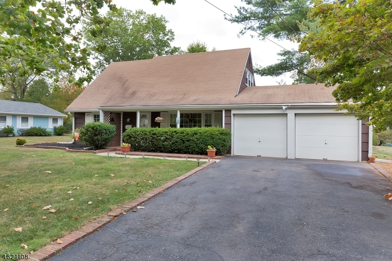 Частный односемейный дом для того Продажа на 22 Buttonwood Drive Somerset, Нью-Джерси 08873 Соединенные Штаты