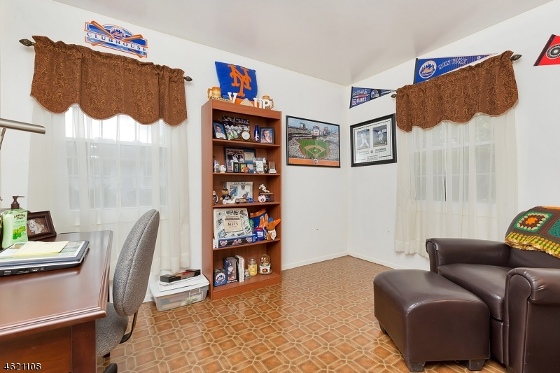 Additional photo for property listing at 22 Buttonwood Drive  Somerset, Нью-Джерси 08873 Соединенные Штаты
