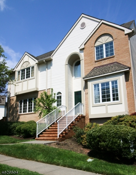 Maison unifamiliale pour l Vente à 1087 Smith Manor Blvd West Orange, New Jersey 07052 États-Unis