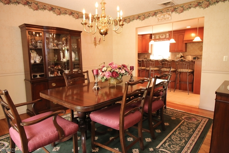 Additional photo for property listing at 8 Todd Court  Hawthorne, New Jersey 07506 États-Unis
