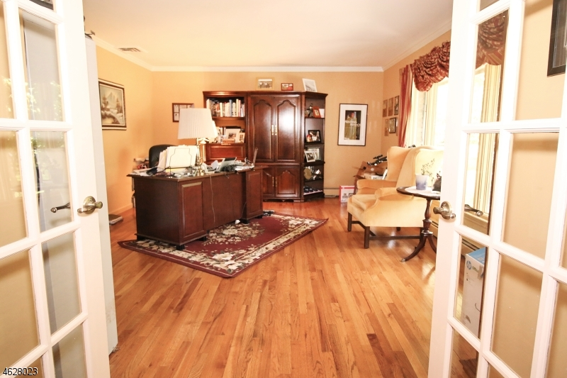 Additional photo for property listing at 8 Todd Court  Hawthorne, New Jersey 07506 United States