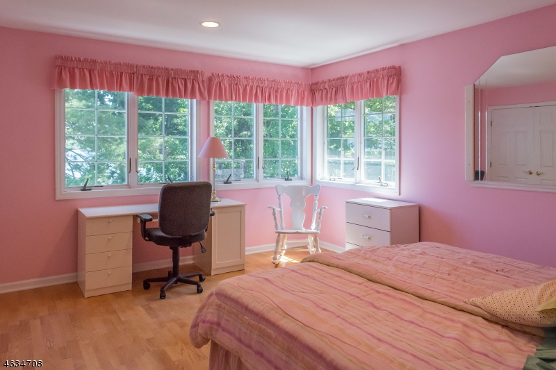 Additional photo for property listing at 38 Somerville Road  Hewitt, Nueva Jersey 07421 Estados Unidos