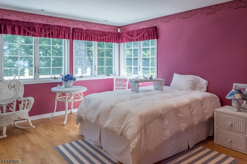 Additional photo for property listing at 38 Somerville Road  Hewitt, New Jersey 07421 États-Unis