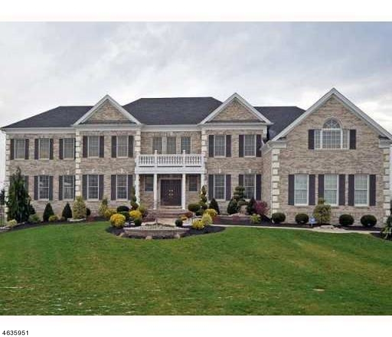 Single Family Home for Sale at 3 Windhaven Court Monroe Township, 08831 United States