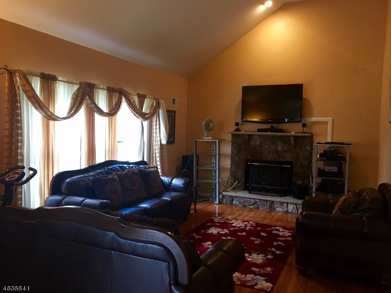 Additional photo for property listing at 3 Ridge Top Ter  Washington, New Jersey 07882 United States