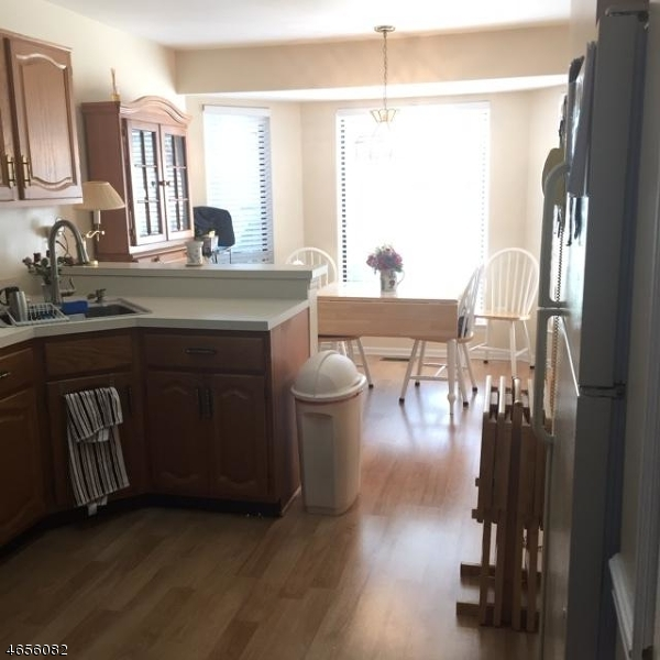 Additional photo for property listing at 112 Blue Flag Court  Whitehouse Station, New Jersey 08889 États-Unis