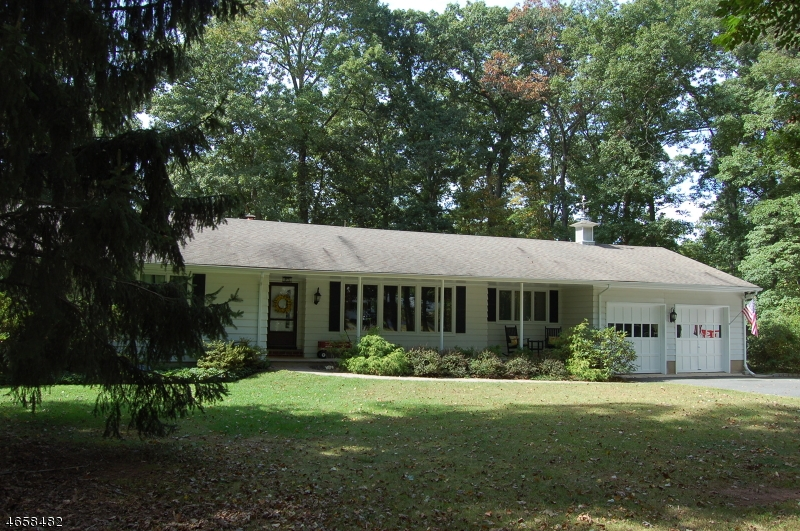 Single Family Home for Sale at 113 Culberson Road Basking Ridge, New Jersey 07920 United States