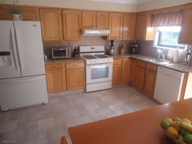 Additional photo for property listing at 709 SHARON GARDENS Court  Woodbridge, Nueva Jersey 07095 Estados Unidos