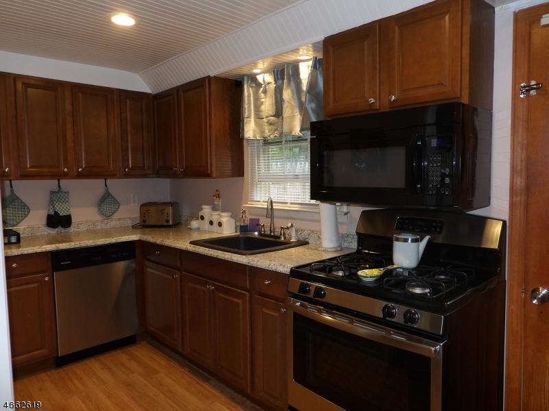独户住宅 为 销售 在 88 E Shore Lake Owassa Road 牛顿, 新泽西州 07860 美国