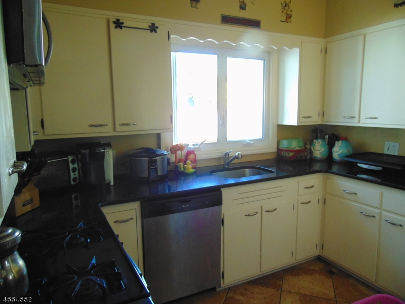 Additional photo for property listing at 85 Myrtle Avenue  Dover, Нью-Джерси 07801 Соединенные Штаты