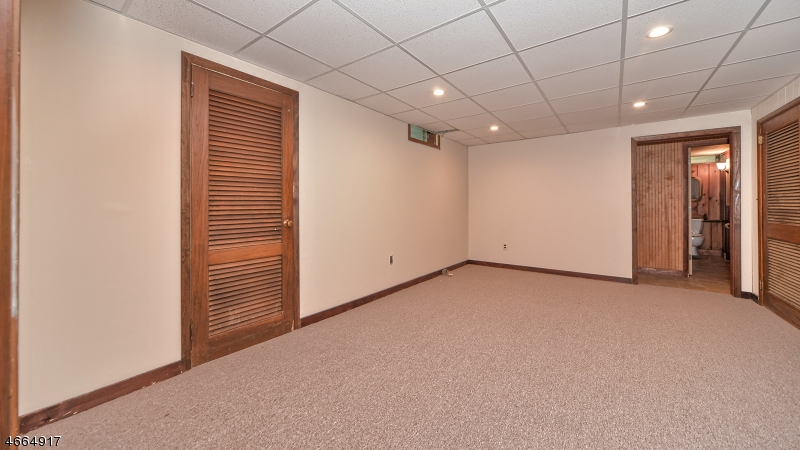 Additional photo for property listing at 11 Howard Street  科夫, 新泽西州 07481 美国