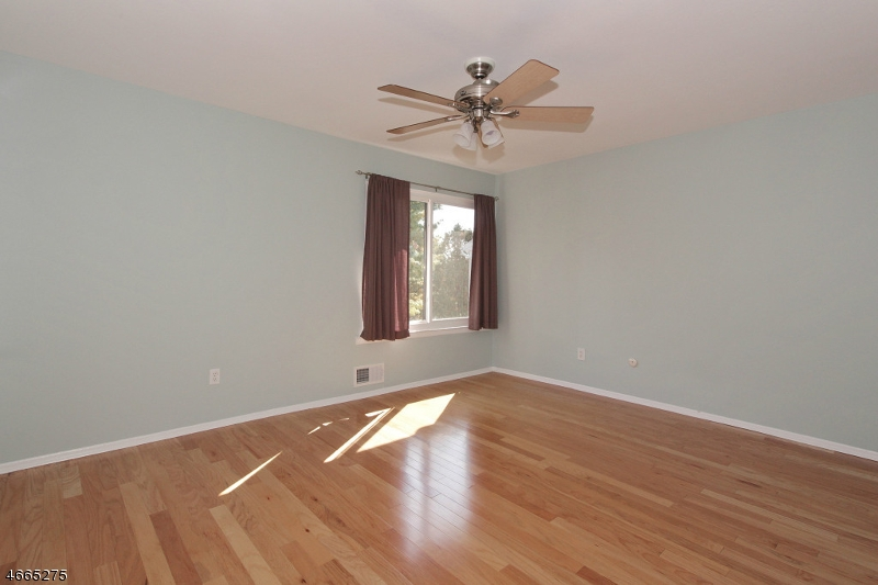Additional photo for property listing at 681-D DOVER Court  Hillsborough, Нью-Джерси 08844 Соединенные Штаты