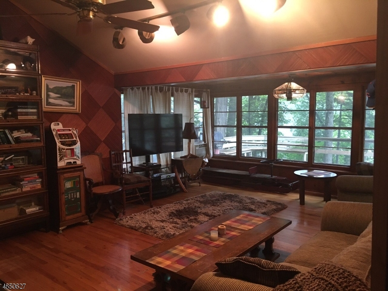 Additional photo for property listing at 61 W Shore Road  Bloomingdale, Nueva Jersey 07403 Estados Unidos