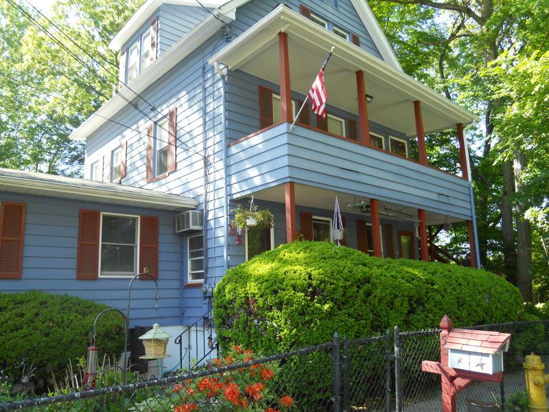 Casa Unifamiliar por un Alquiler en 34 Garden Avenue Hawthorne, Nueva Jersey 07506 Estados Unidos