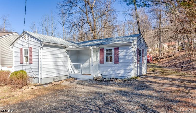 Casa Unifamiliar por un Alquiler en 5 Tall Timbers Drive Glen Gardner, Nueva Jersey 08826 Estados Unidos