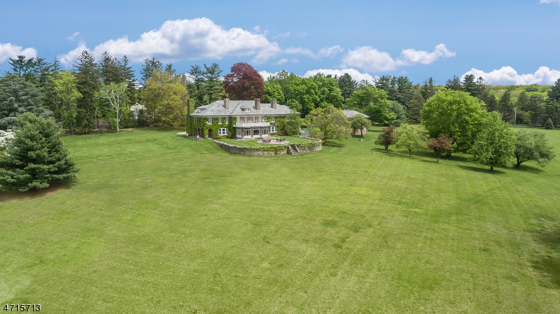 Single Family Home for Sale at 31 Peachcroft Drive Bernardsville, 07924 United States