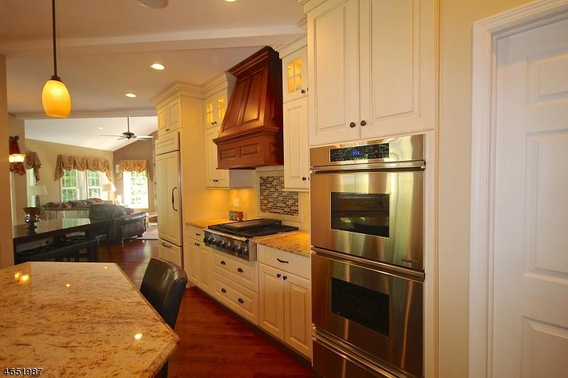 Частный односемейный дом для того Продажа на 14 Alpine Court Lafayette, Нью-Джерси 07848 Соединенные Штаты
