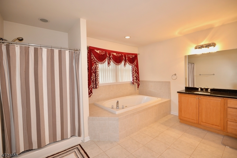 Additional photo for property listing at 501 Whittier Avenue  Piscataway, 新澤西州 08854 美國