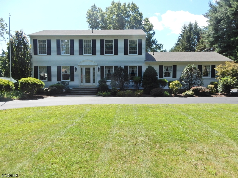 Single Family Home for Sale at 101 Mountain Avenue Pequannock, 07444 United States