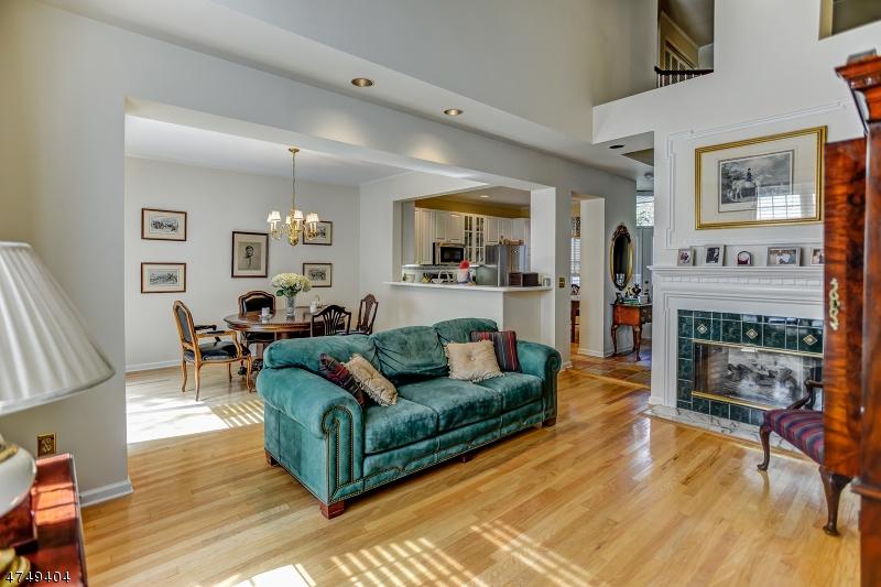 Casa Unifamiliar por un Venta en 50 Kent Dr, C0157 Roseland, Nueva Jersey 07068 Estados Unidos
