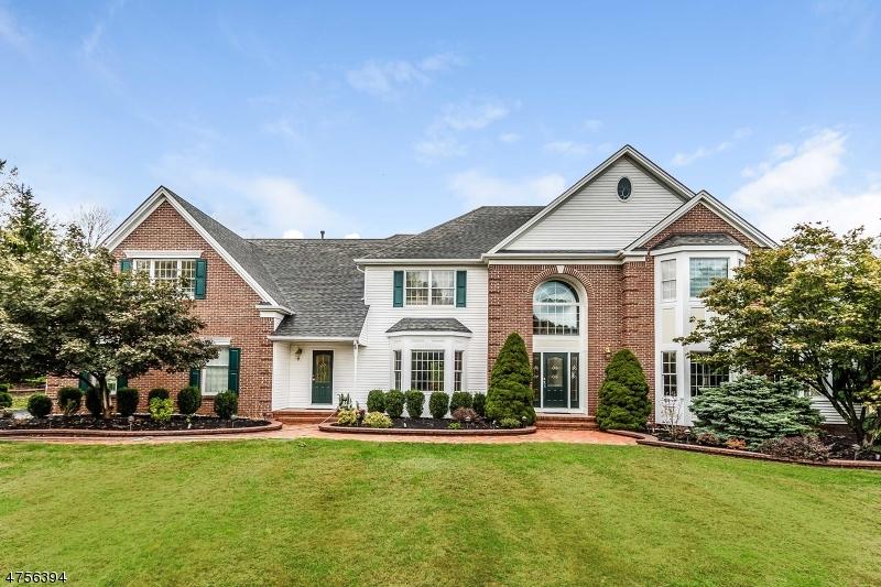 Maison unifamiliale pour l Vente à 3 REGAL WAY Raritan, New Jersey 08822 États-Unis