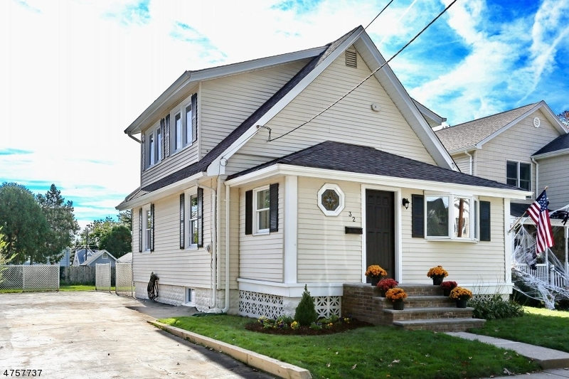 Maison unifamiliale pour l Vente à 32 Waldwick Avenue Waldwick, New Jersey 07463 États-Unis