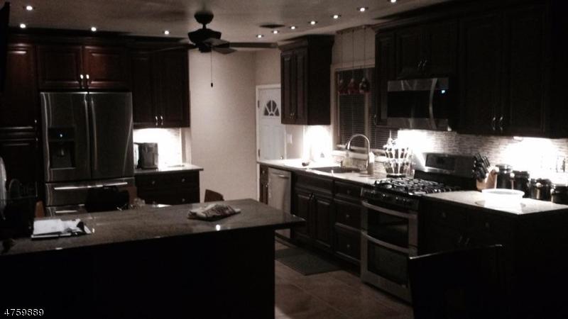 Частный односемейный дом для того Продажа на 740 Anna Place North Plainfield, Нью-Джерси 07063 Соединенные Штаты