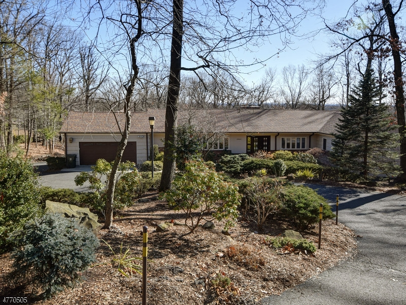 Single Family Home for Sale at 1543 Deer Path Mountainside, New Jersey 07092 United States