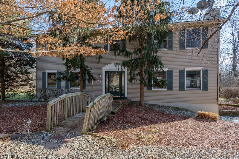 Tek Ailelik Ev için Satış at 340 County Road 579 Asbury, New Jersey 08802 Amerika Birleşik Devletleri