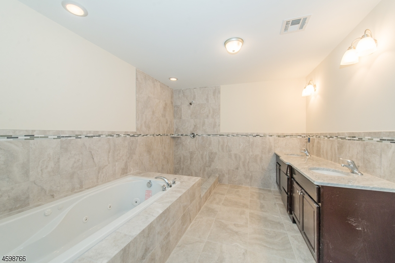 Additional photo for property listing at 8 Summit Drive 8 Summit Drive Denville, New Jersey 07834 United States
