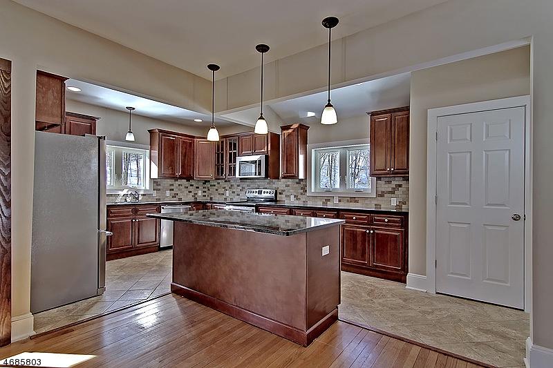 Частный односемейный дом для того Продажа на 96 E Main Street High Bridge, Нью-Джерси 08829 Соединенные Штаты