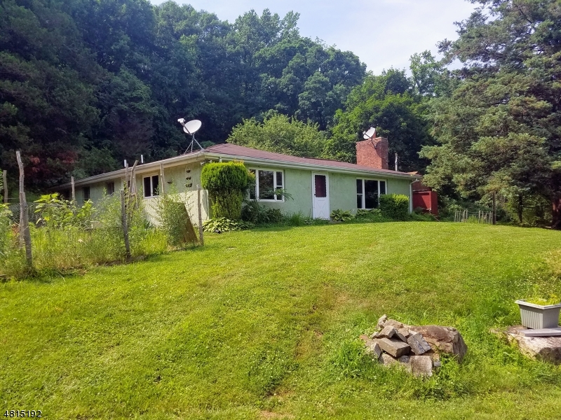 Casa Unifamiliar por un Venta en 10 PLUSHANSKI Road Glen Gardner, Nueva Jersey 08826 Estados Unidos