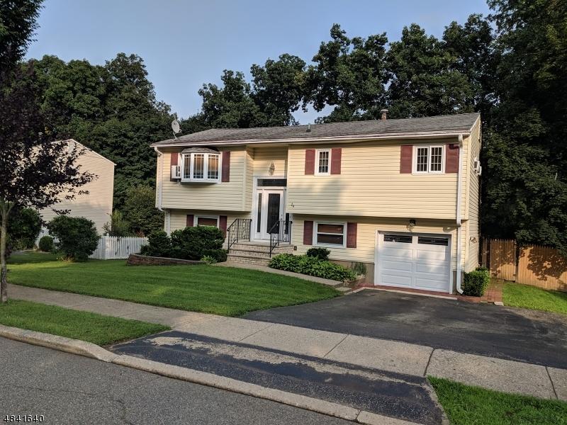 Maison unifamiliale pour l Vente à 26 SEYMOUR TER Hackettstown, New Jersey 07840 États-Unis