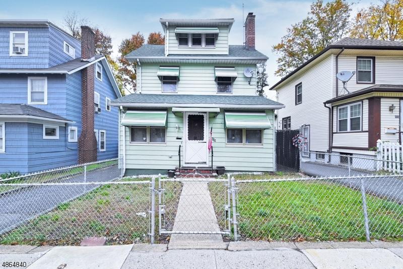 Maison unifamiliale pour l Vente à 495 MERRILL Court Orange, New Jersey 07050 États-Unis