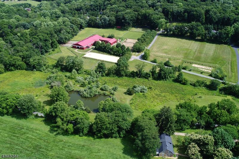 Maison unifamiliale pour l Vente à 35 SUTTON Road Tewksbury Township, New Jersey 08833 États-Unis